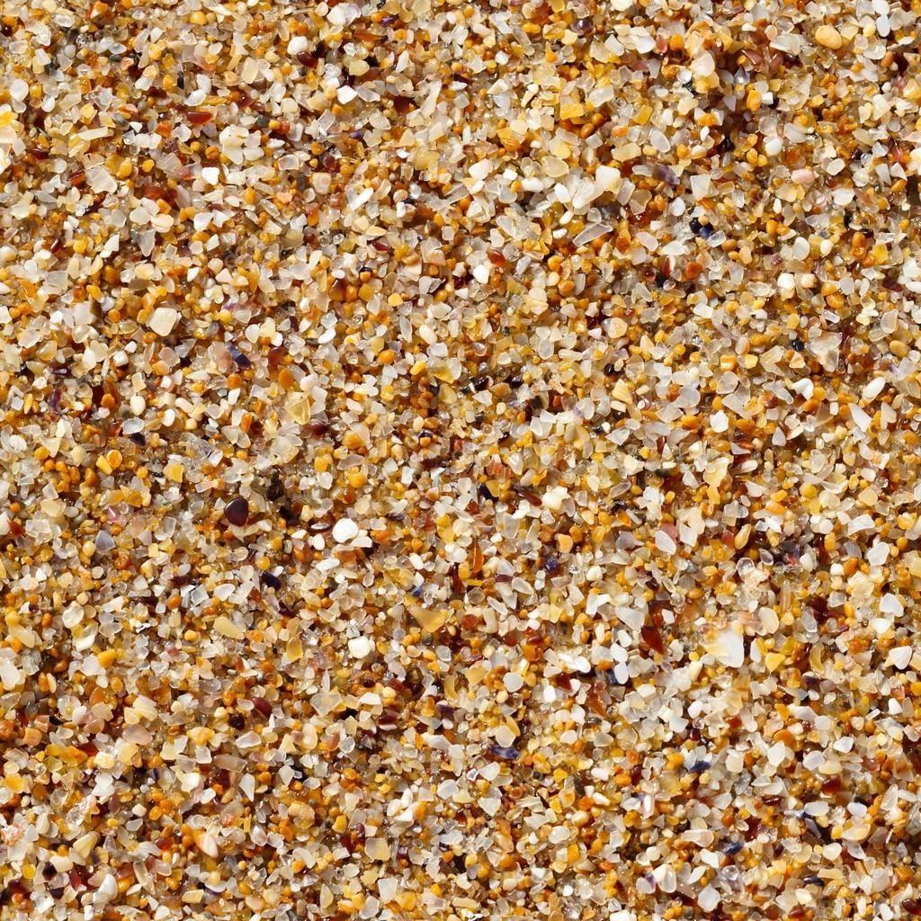 Морское происхождение формирует сыпучий минерал из смешанных разноцветных зерен