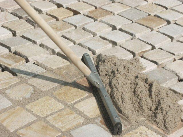 Как положить тротуарную плитку своими руками