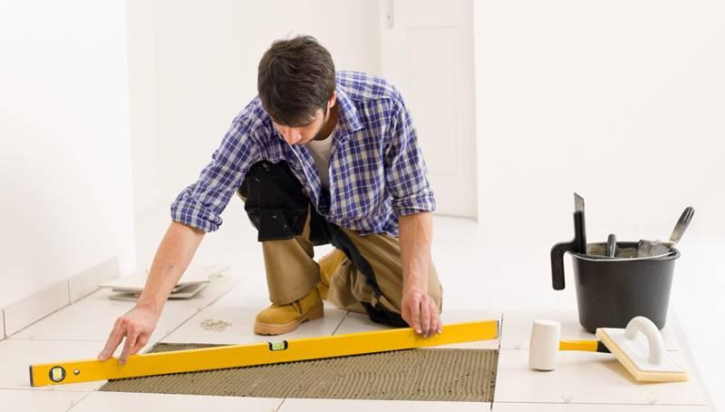 Блоки (за исключением полимерных) не дают осадки, так что, построив первый этаж, можно сразу приступить к отделочным работам