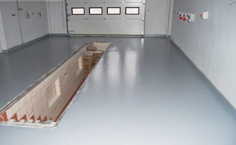 Крашенный пол из монолитного бетона