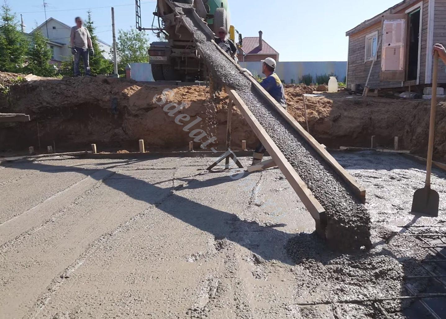 Для труднодоступных участков удлиняем лоток бетономашины