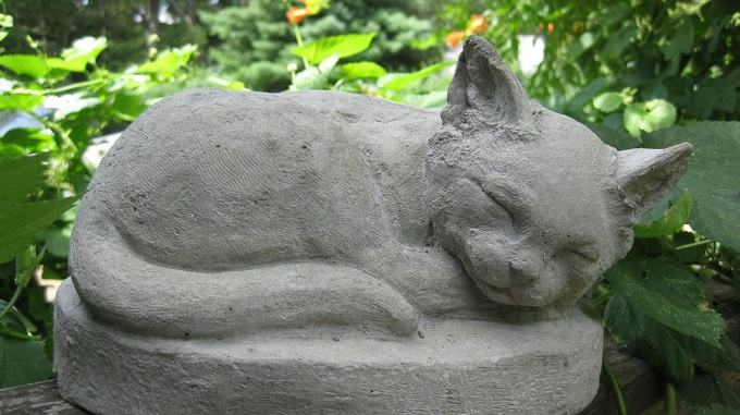 фигурка кота из бетона