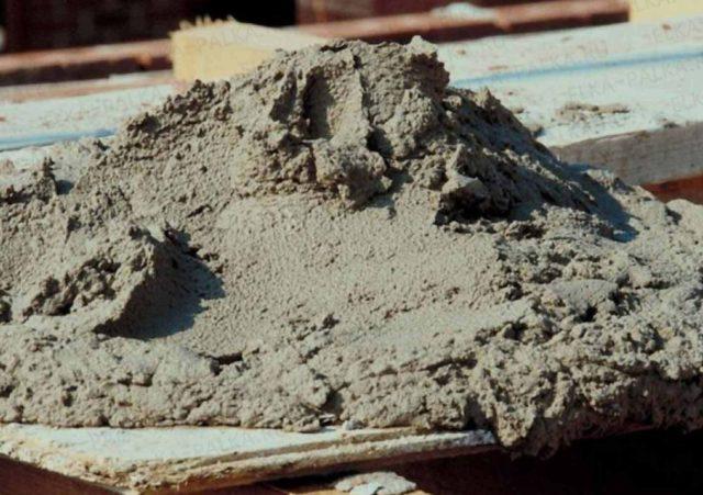 От марки портландцемента зависит марка прочности пескобетона, а от размера фракции песка – параметры усадки