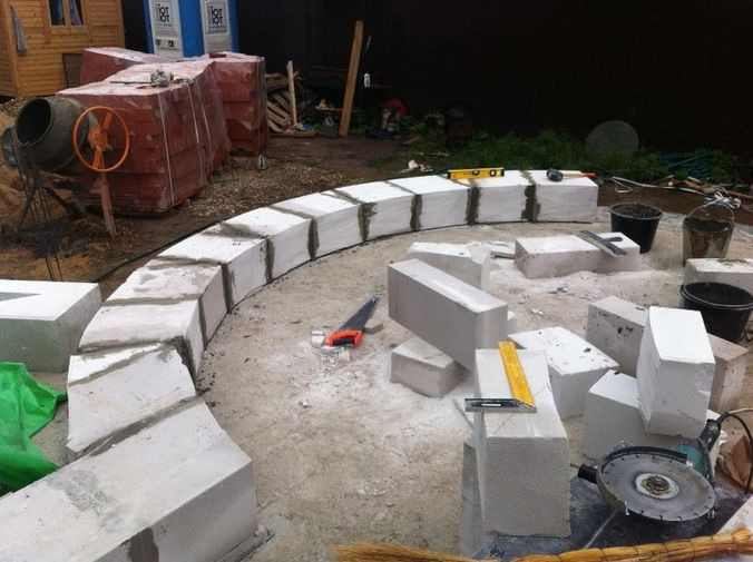 Также можно попробовать сделать полукруглые стены