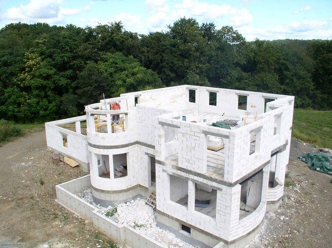 Необычная геометрия дома из газосиликатных блоков