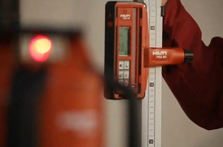 Контроль уровня с помощью лазерного нивелира