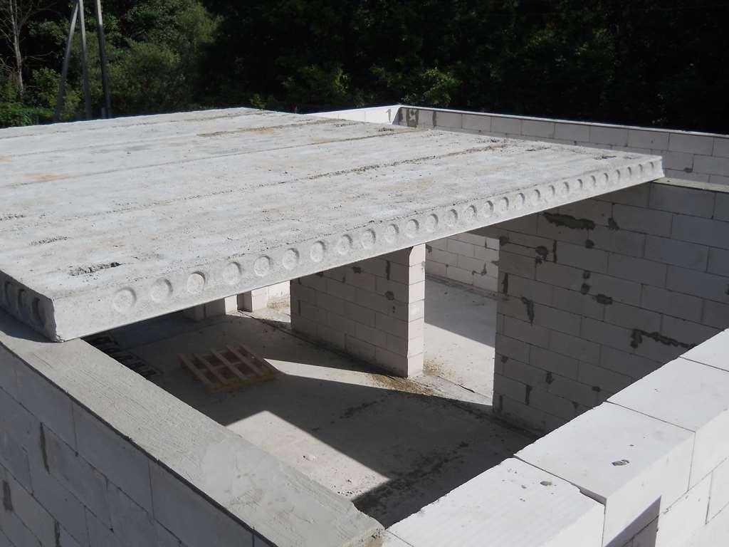 Моноли́тное строи́тельство — технология возведения зданий и сооружений из железобетона