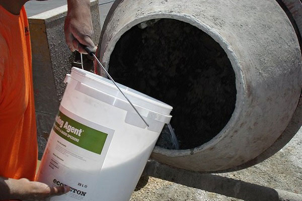 Закладка материалов в бетономешалку
