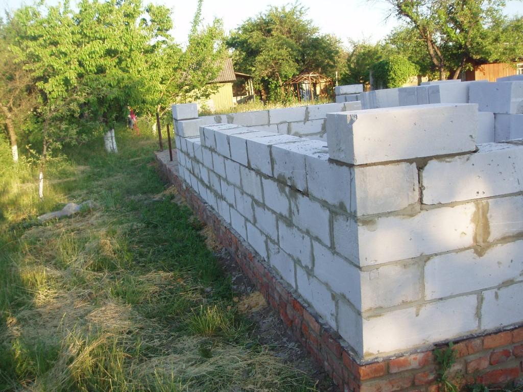 Как правило, пенобетон используется для строительства дачных жилых построек
