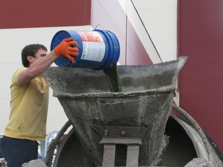 Процесс добавки в бетон гидроизоляции