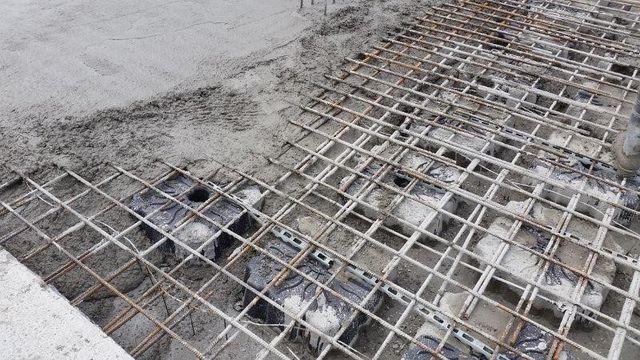 Формирование защитного слоя бетона для армирующей сетки