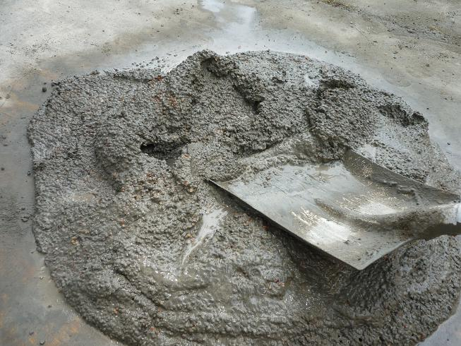 В окрашивании бетонных поверхностей очень важно соблюдать технологию приготовления смесей с добавление красителей