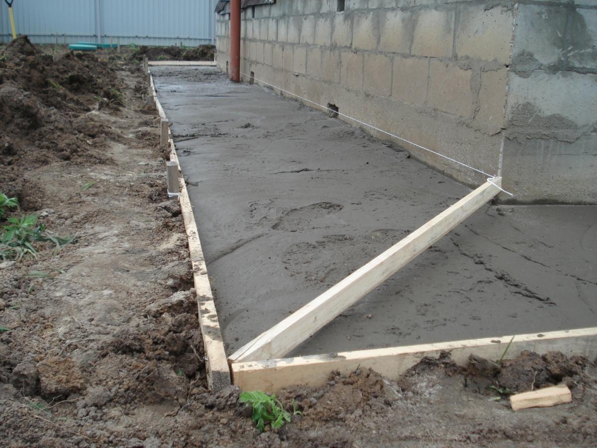 Если не соблюдать правила и технологию процесса, готовая бетонная поверхность потеряет прочность, долговечность