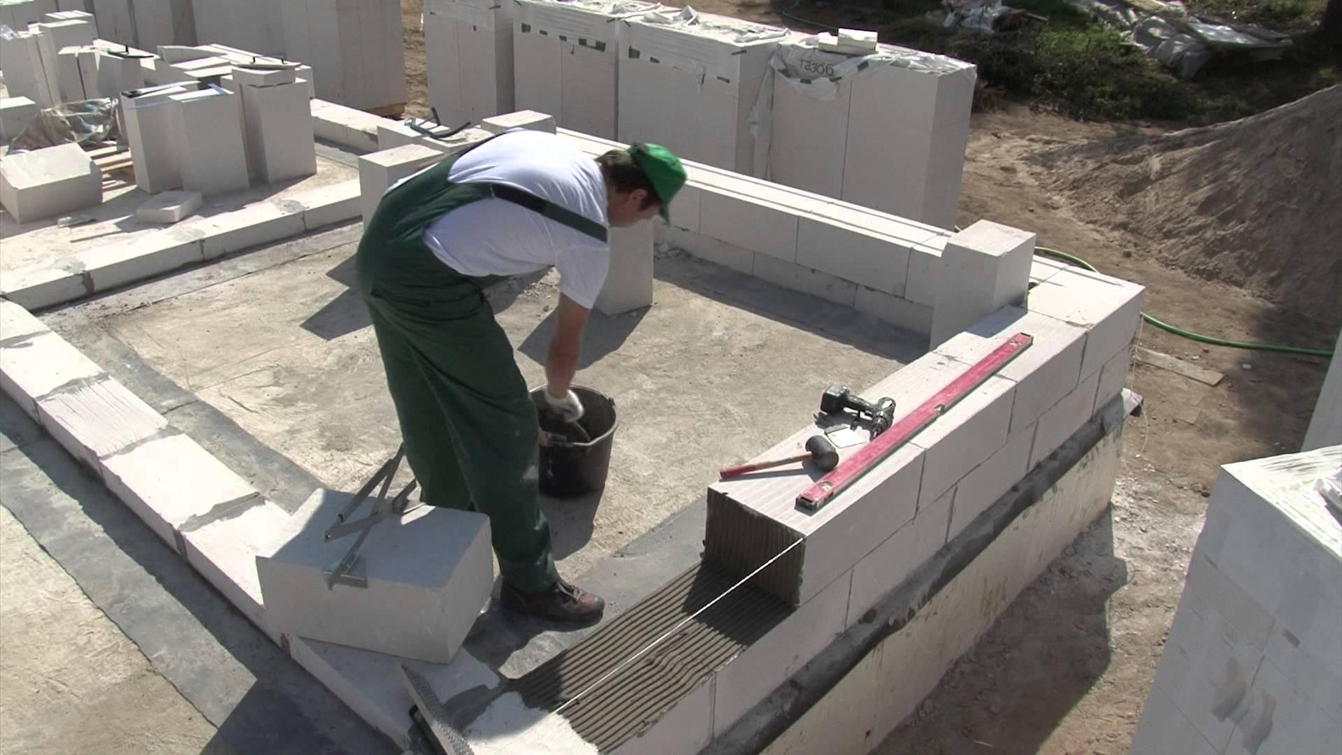 Для исключения последующего растрескивания конструкций, обязательно требуется усиление кладки методом армирования