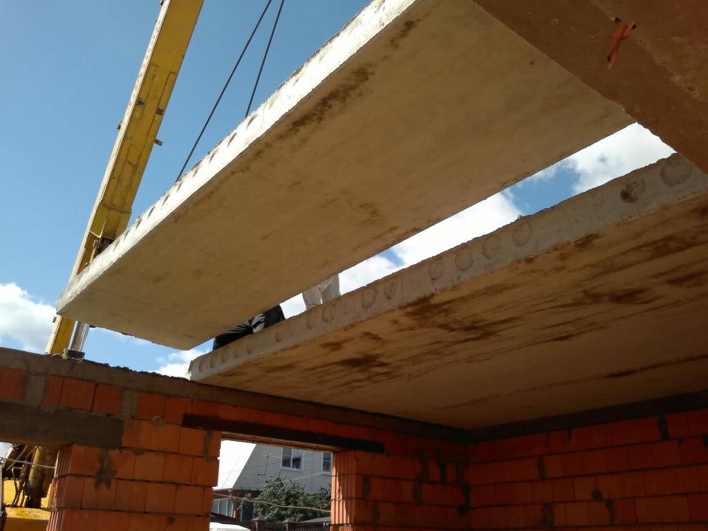 Монолитное перекрытие имеет ряд преимуществ по сравнению с перекрытием из готовых железобетонных плит