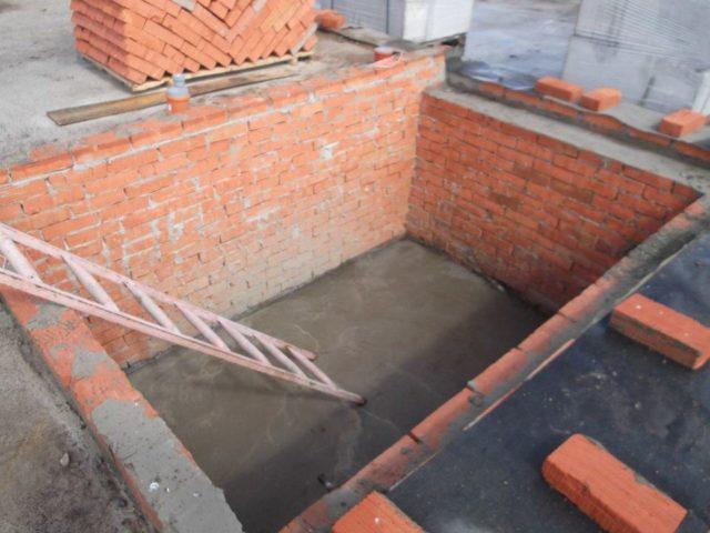 Погреб — это помещения, которое находится ниже уровня земли и предназначенно для хранения припасов