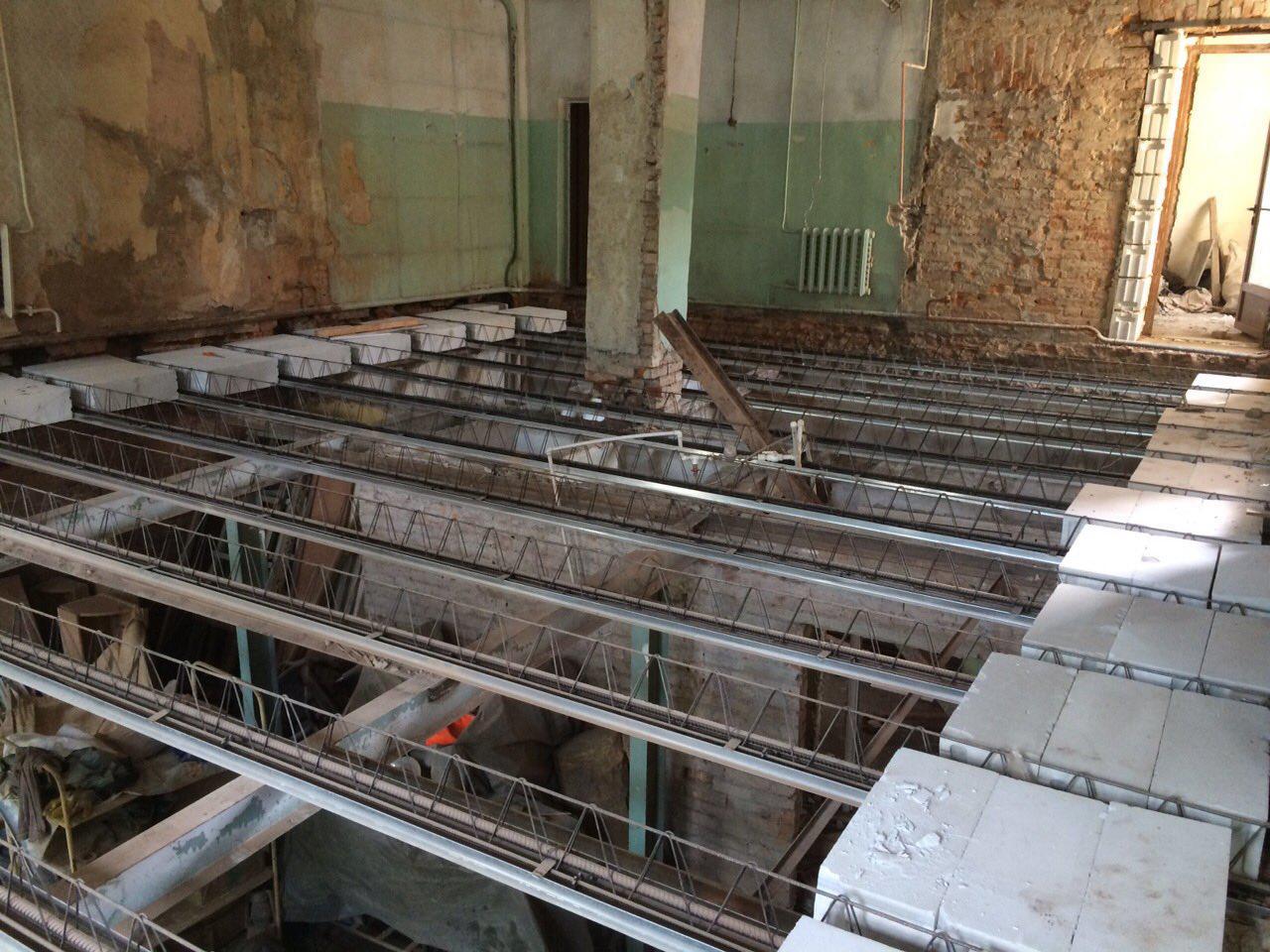Вид несущих элементов при этом по большей мере зависит от особенностей конструкции здания