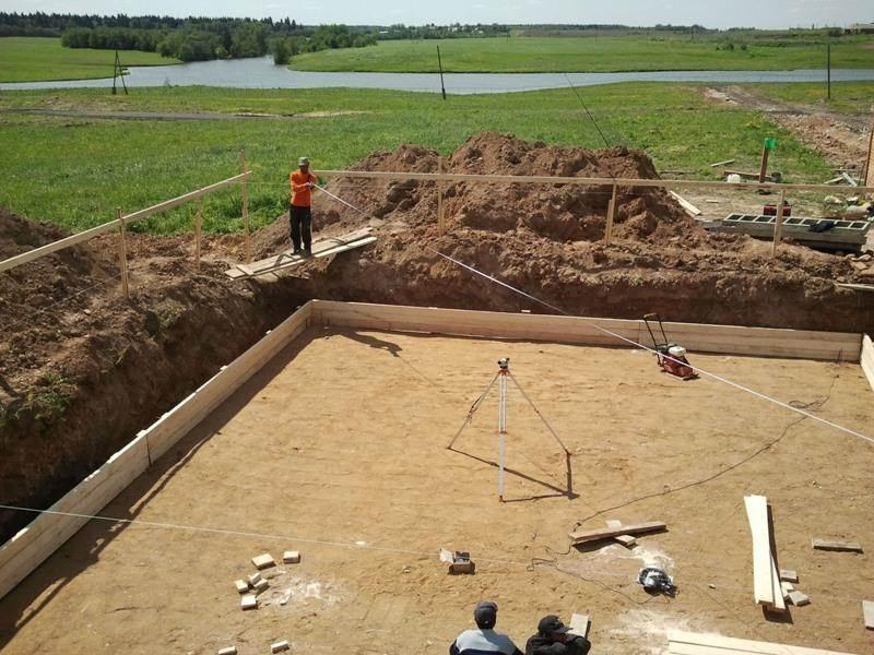 Песок для фундамента для дачи, песчаная насыпь