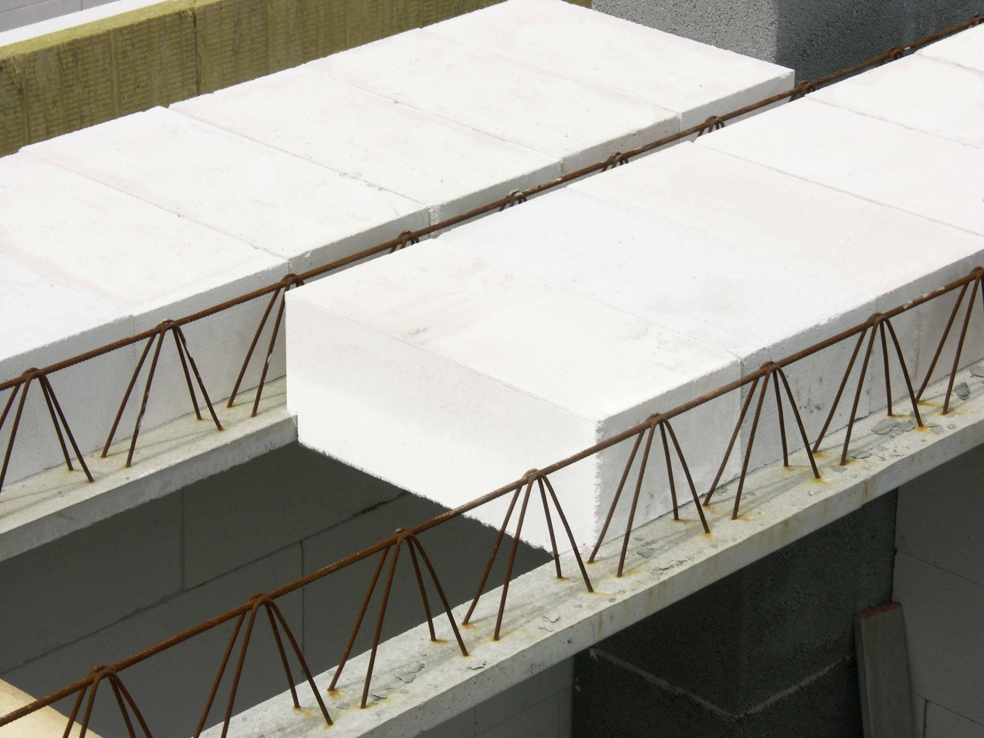 Также применяют сборные железобетонные перекрытия, изготовление которых происходит на заводах
