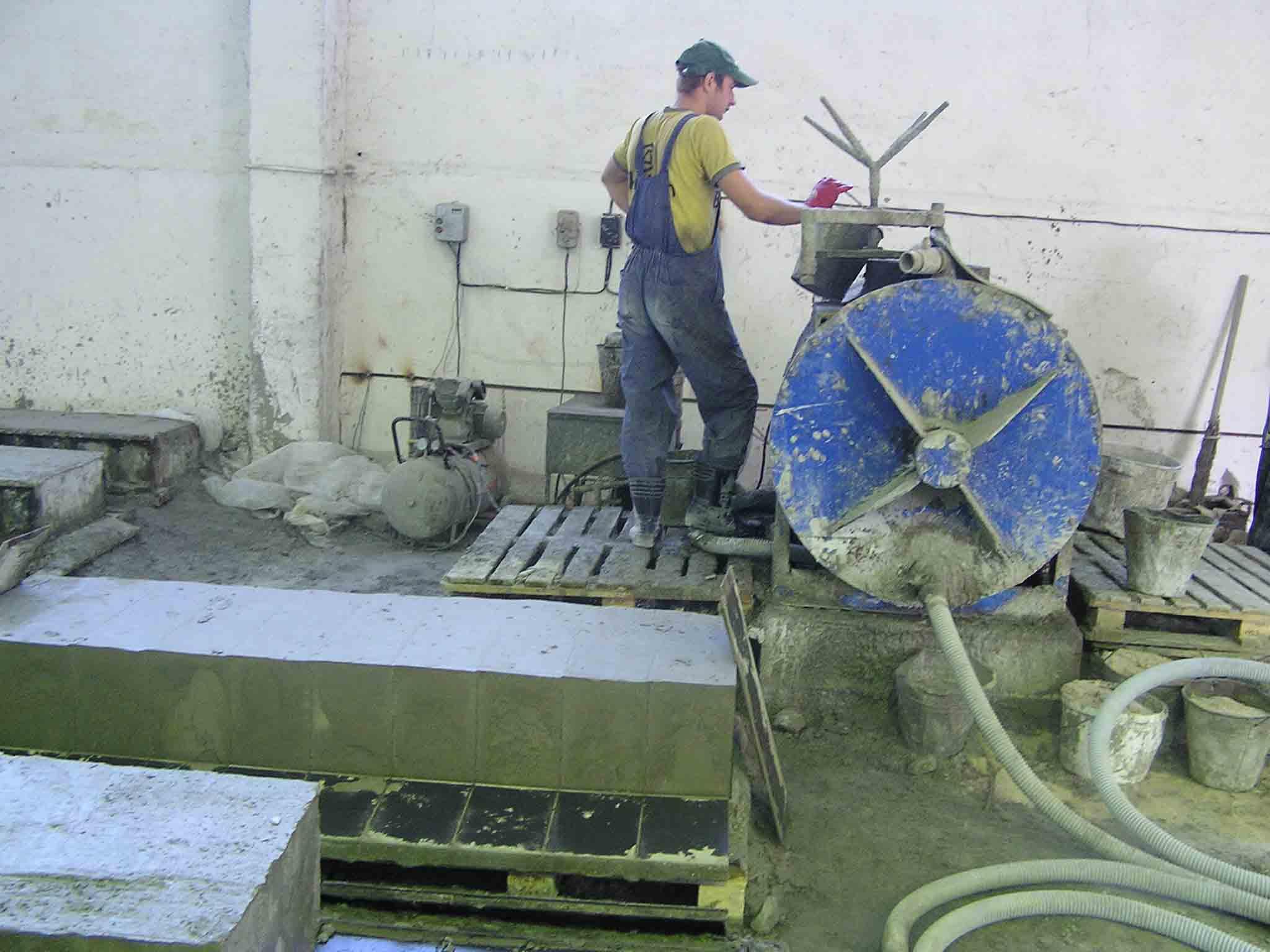 По классической схеме приготовление цементно-песчаной смеси происходит в особой емкости – смесителе принудительного типа