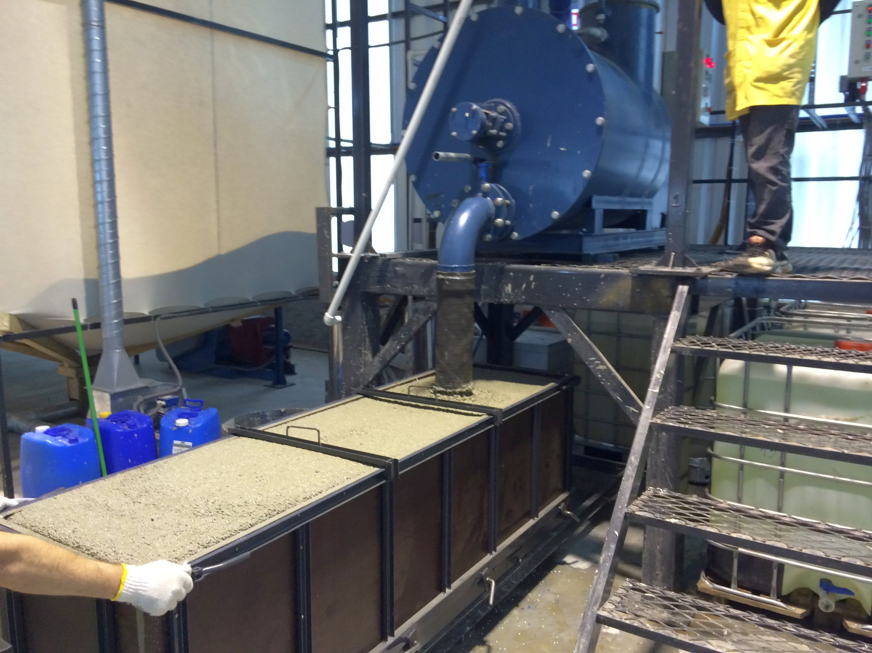 Цементно-песчаную смесь для приготовления пенобетона готовят аналогично той, которая используется при производстве обычного бетона