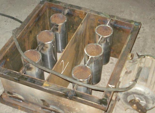 Затем из полученных заготовок сваривается железный короб