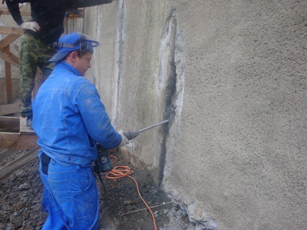Трещины в бетоне могут появиться и под воздействием внешних факторов: пожара, наводнения, подвижек почвы вследствие землетрясения или близких взрывов