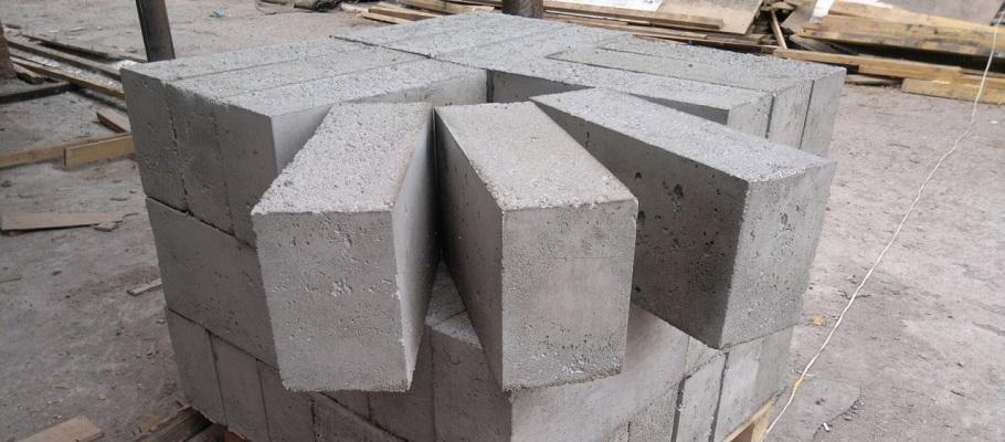 В процессе монтажа полистирольные блоки можно обрезать, фрезеровать и строгать