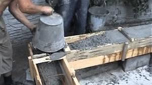 Процесс ручной заливки ростверка