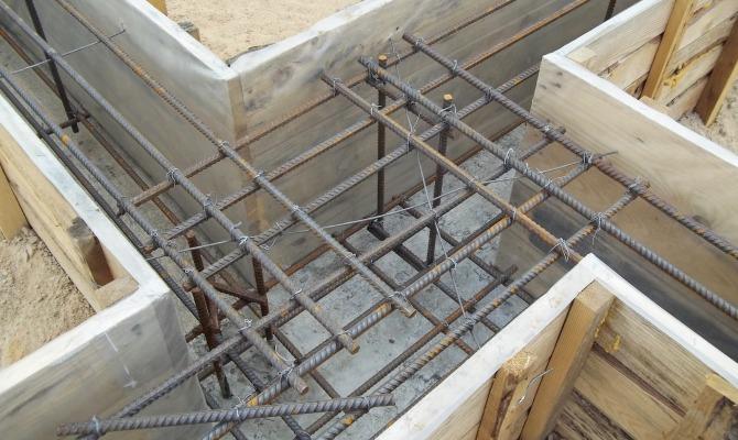Использование стальных стержней при возведении домов