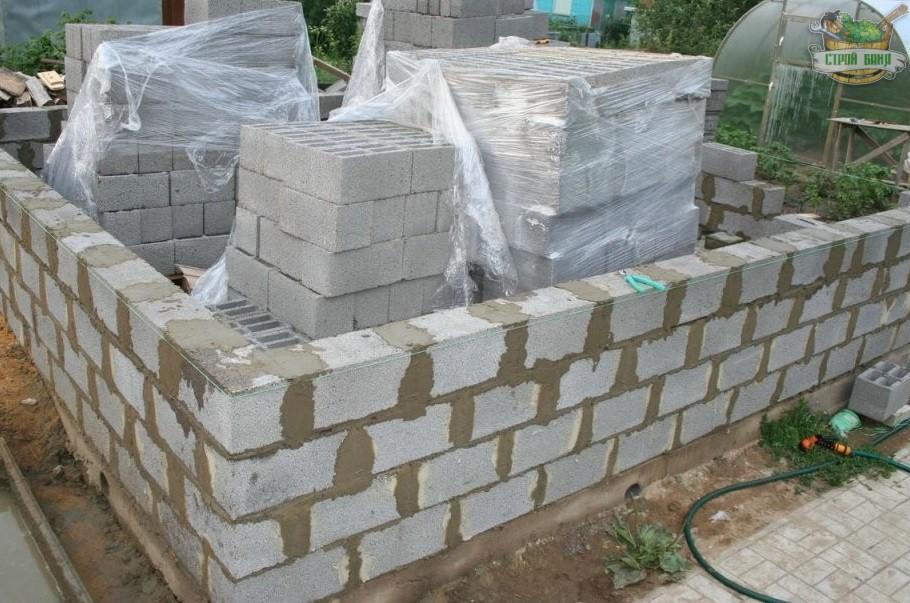 Начало строительства бани из керамзитобетонных блоков