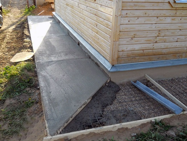 вариант отмостки из бетона