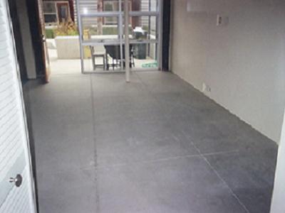 Готовый бетонный пол в деревянном доме