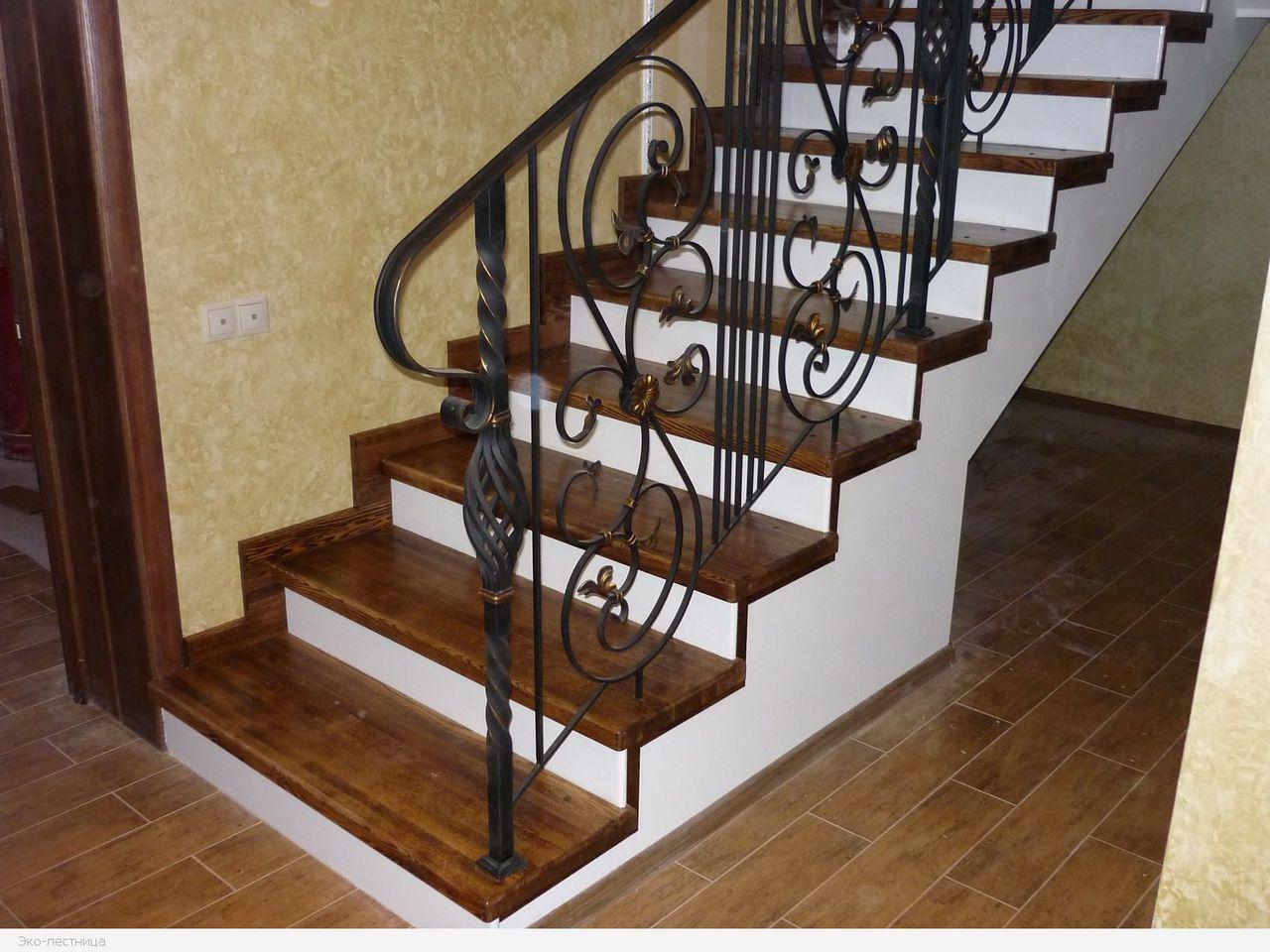 Чтобы по бетонной лестнице было безопасно ходить, ее необходимо сделать под углом от 35 до 45 градусов