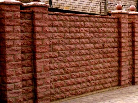 ограда из блоков
