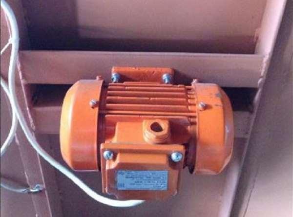 Фиксация двигателя к вибростолу на болты