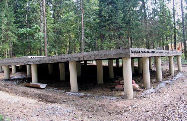 Строим ленточный фундамент на склоне – инструкция