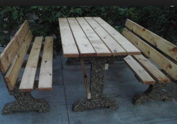 Стол садовый, изготовленный по технологии мытый бетон