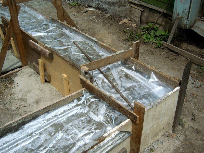 Укрытие бетона пленкой