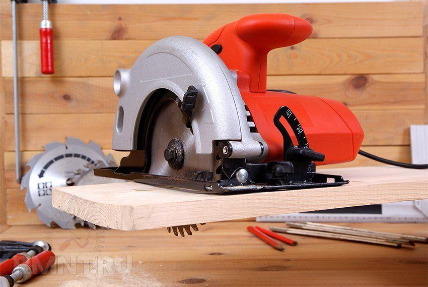 Использование электроинструмента не только увеличивает производительность работ, но и повышает их качество, в частности чистоту и прямолинейность реза