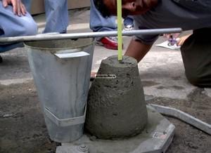 Измерение осадки конуса бетонной смеси и значения в таблице ГОСТ