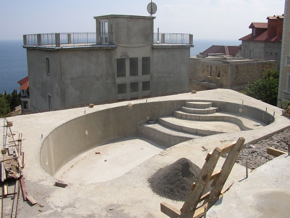Kak-postroit-betonnyj-bassejn
