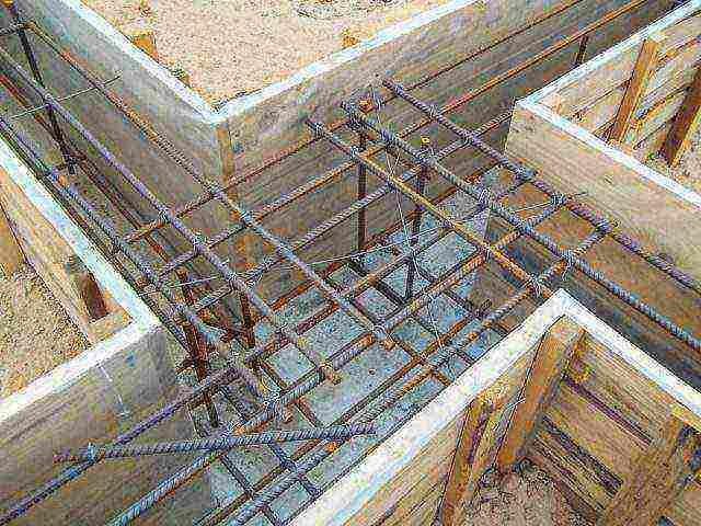 какую арматуру используют для ленточного фундамента для дома из пеноблоков
