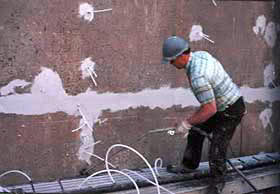 Инъектирование трещин в стене | Фото