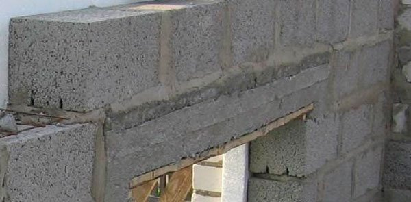 Кладка блоков над оконными и дверными проёмами