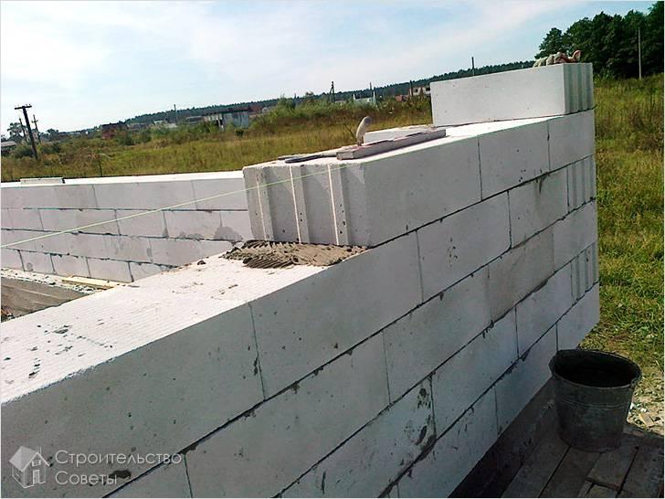 Кладка стен по леске