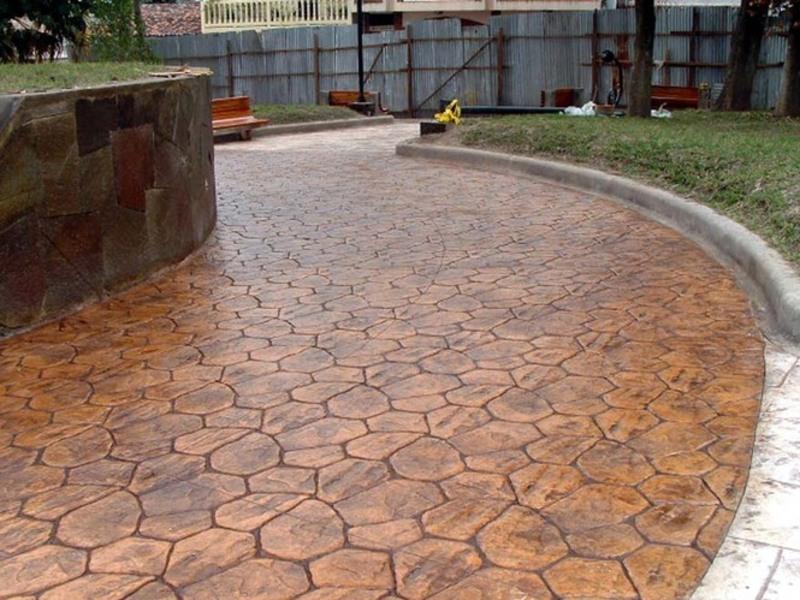 Как класть декоративный бетон на даче
