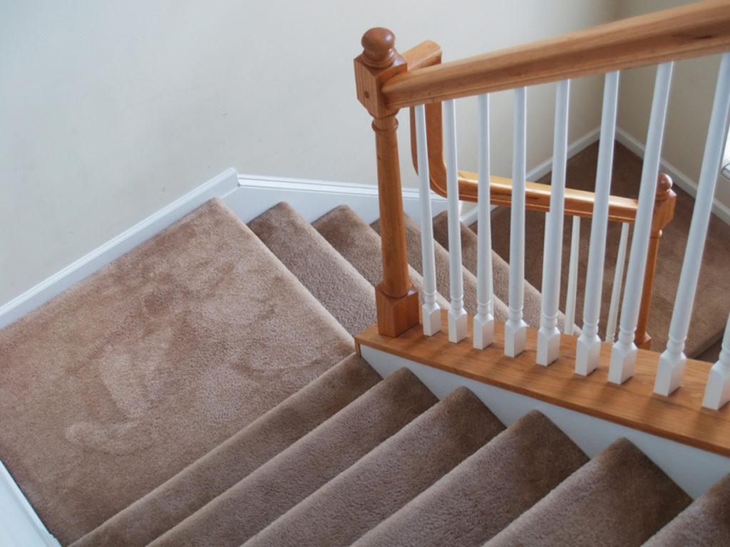 Ковролин на марше лестницы