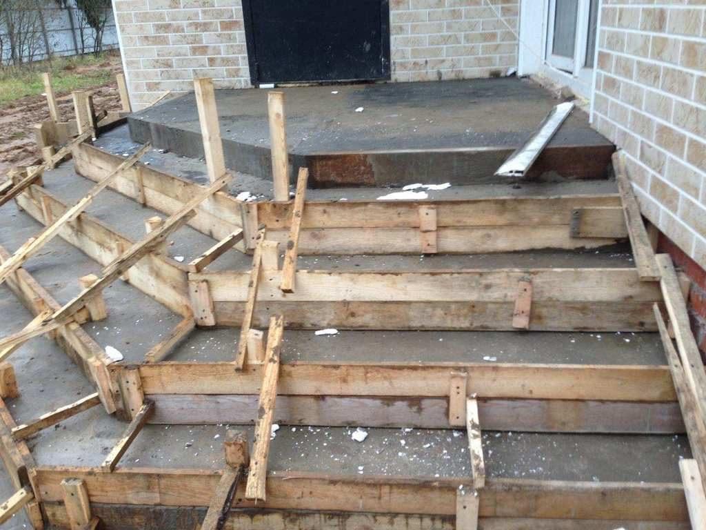 Разровняйте поверхность бетона