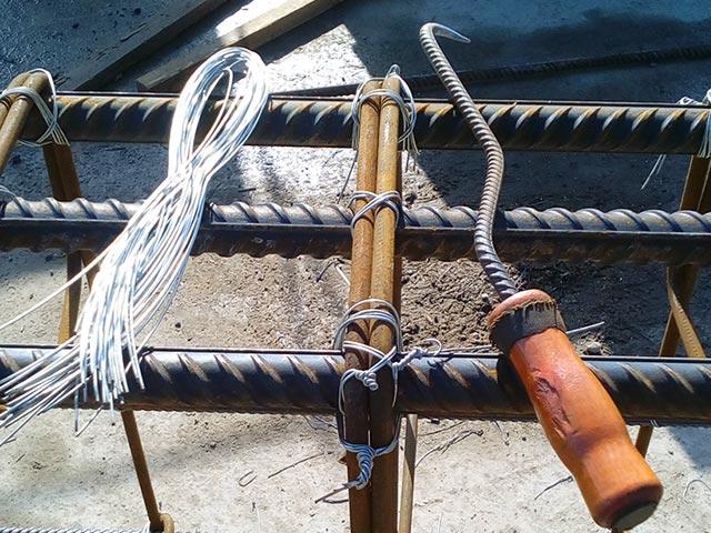 Крючок и проволока для вязки арматуры